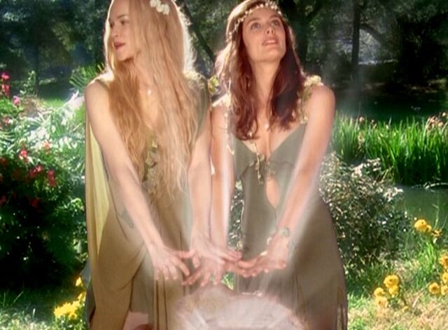 File:Miranda and daisy arriving at spring.JPG