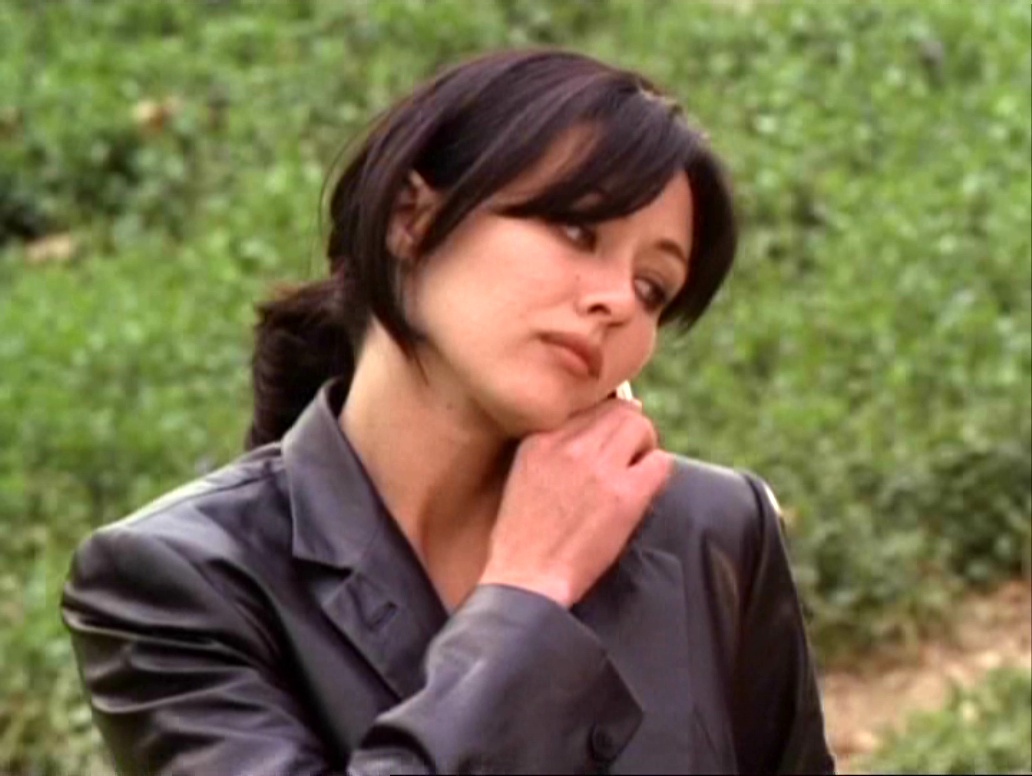 Prue Halliwell S Leather Jacket The Charmed Legacy Wiki