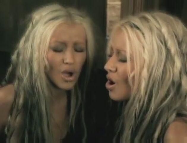 File:Beautiful-Music-Video-christina-aguilera-26415901-893-680.jpg