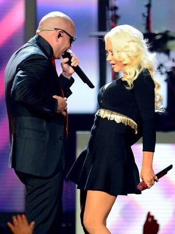File:Christina-Aguilera---2013-Billboard-Music-Awards--04-560x746.jpg