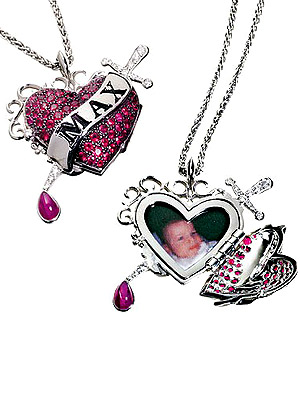 File:Aguilera necklace.jpg