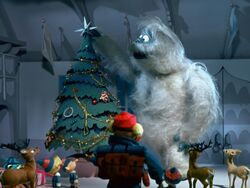 Bumble puts star on tree