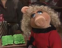 Miss Piggy buying Kermit's present