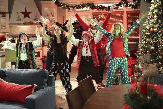 File:The Girls of Christmas Past.jpg