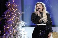 A Pentatonix Christmas Special 14