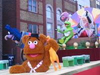 2011 Toronto Santa Claus Parade float pre-parade d