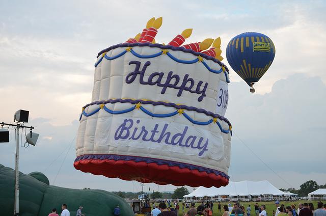 File:Huge cake.jpg