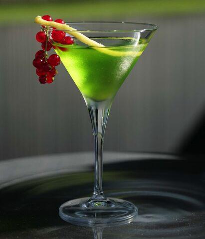 File:Cocktail-grappa-originali-soldato-peter-pan1.jpg
