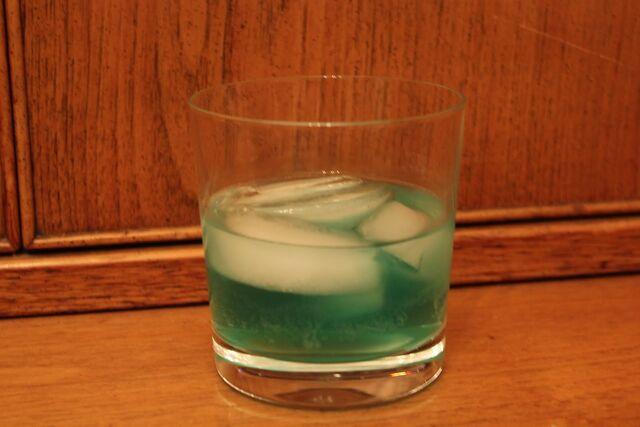 File:Crème de menthe and tequila.jpg