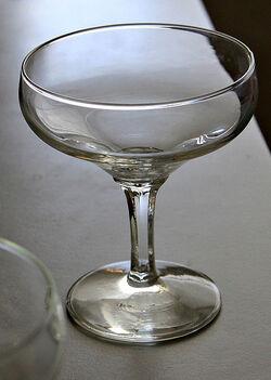 427px-Glass02
