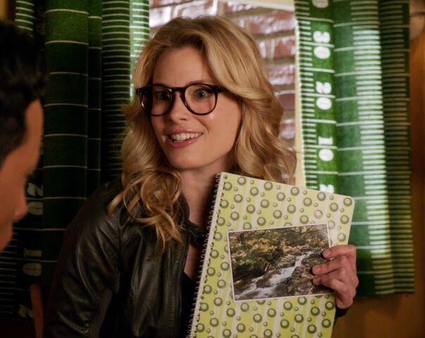 File:4x1 Britta glasses4.jpg