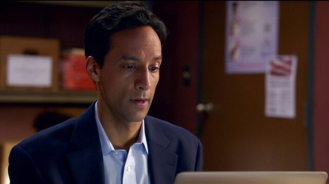 File:6x1 Abed work montage clothing 5.jpg