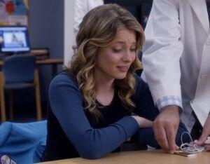 Britta recieves the iPod Nano