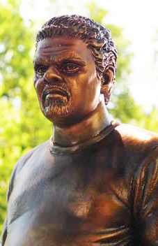 File:Luis Guzman statue edited-1.png