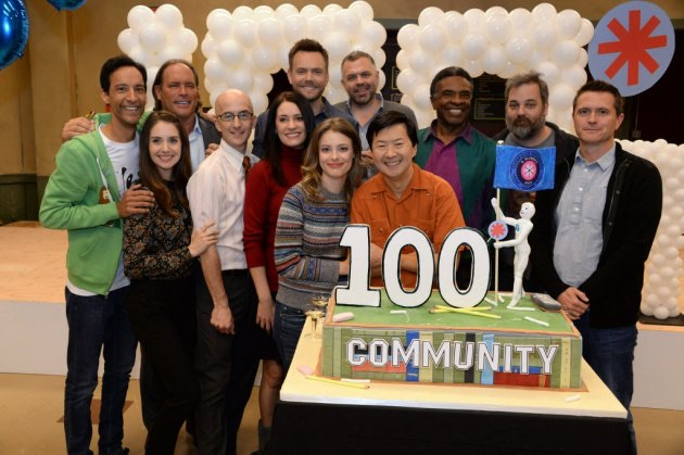 File:Cast of Season Six celebrate 100 episodes.jpg