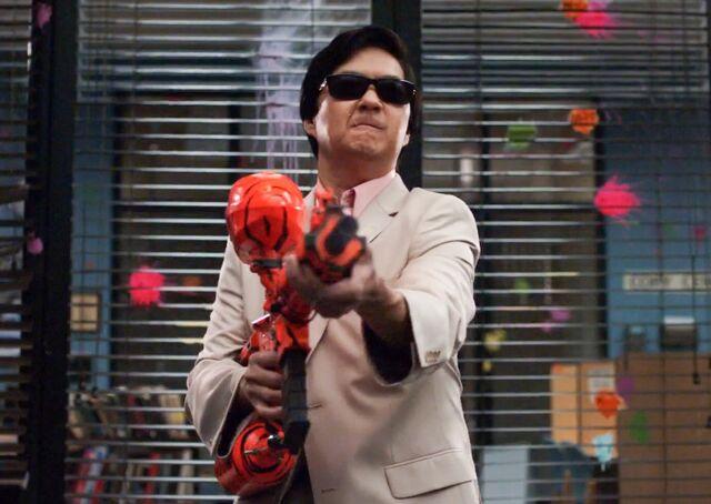 File:Señor Chang shoots.jpg