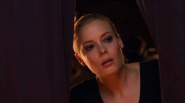 File:1x14 Britta peeking.jpg