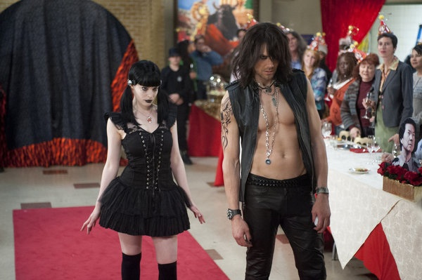 File:3X21Goth Britta and Criss Angel Jeff.jpg