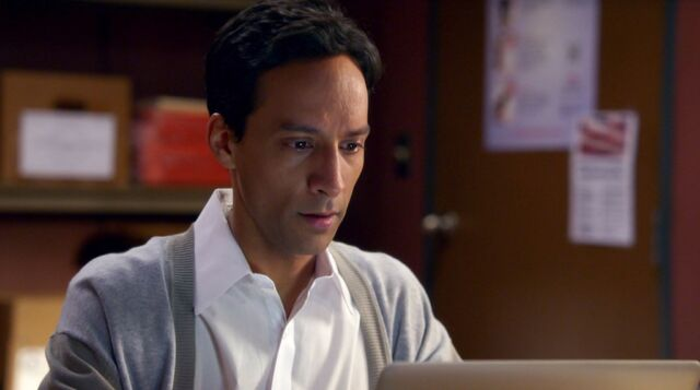 File:6x1 Abed work montage clothing 3.jpg