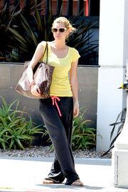 Sophie Monk Australian model Sophie Monk goes g7oZoDM7DI8l