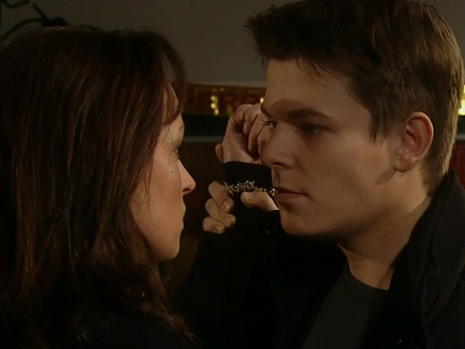 File:Mark and linda kiss.jpg