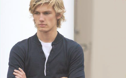 File:429x266AlexPettyfer11.png