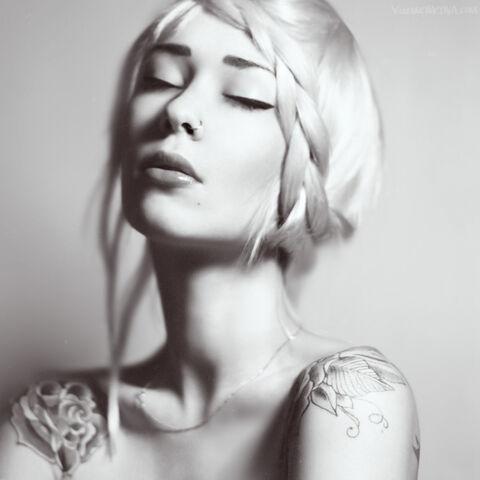 File:Angelic-beautiful-beauty-black-and-white-black-white-Favim.com-128902.jpg