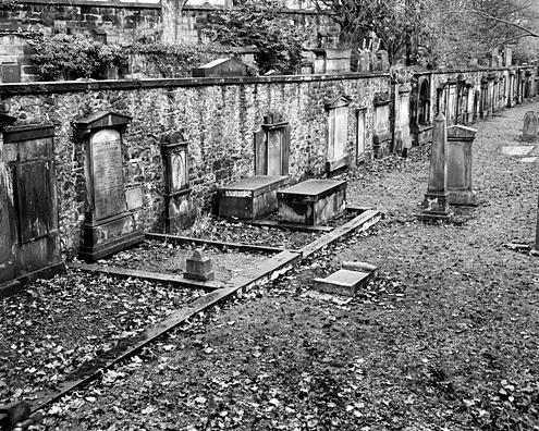 File:Edinborough.Graveyard.jpg