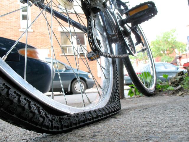 File:Fix-flat-tire.jpg