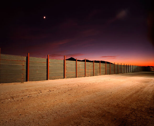 File:Border-wall-615.jpg