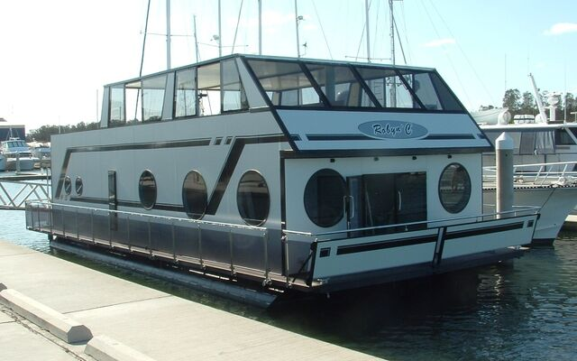 File:Houseboat.jpg