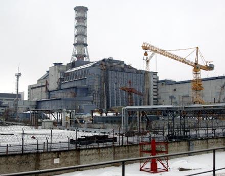 File:Chernobyl sarcophagus 440.jpg