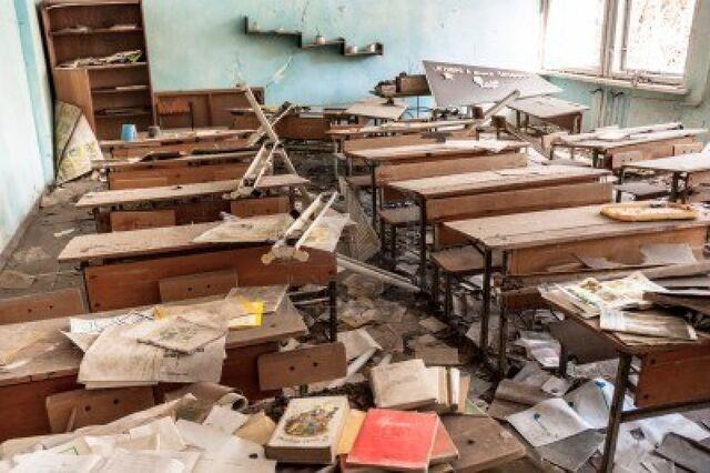 File:13611432-abandoned-school-in-chernobyl-2012-march-14.jpg