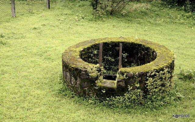 File:Abandoned well.jpg