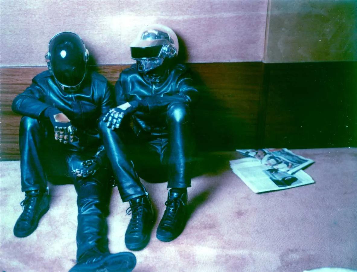 File:Daft Punk sitting.jpg