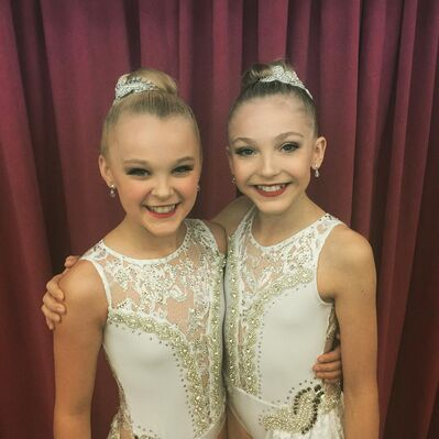 624 Brynn and JoJo - Mirror Image