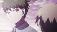 Hajime glances at Makoto