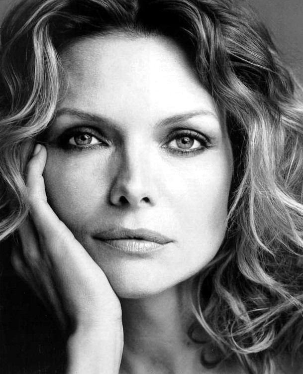 Michelle Pfeiffer Michelle Pfeiffer - Dark