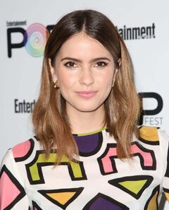 Shelley-hennig-at-entertainment-weekly-popfest-in-los-angeles-october-29-2016 131122731