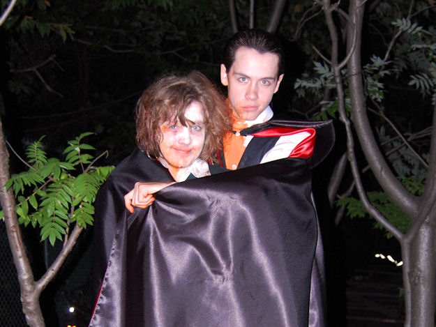 File:Zombie clare and vampire eli.jpg
