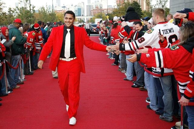 File:Dustin-byfugliens-red-suit-a-perfect-match-for-the-red-carpet.jpg