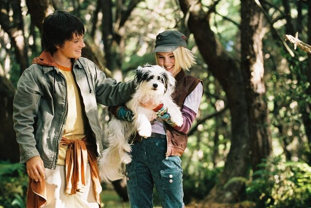 File:Bridge-to-Terabithia-Jess-and-Leslie-bridge-to-terabithia-6915415-954-640.jpg