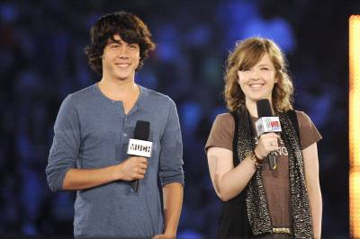 File:Munro-chambers-and-aislinn-paul-400x266.jpg