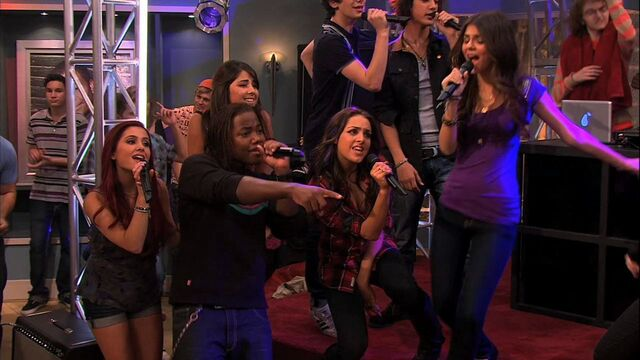 File:ICarly-4x10-iParty-with-Victorious-ariana-grande-23005674-1280-720.jpg