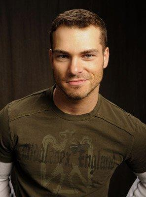 File:Shawn Roberts 1241111907.jpg
