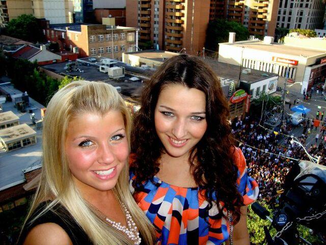 File:Annie and jessica mmva 2010.jpg