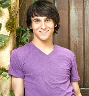 File:Mitchel-musso-six-flags.jpg