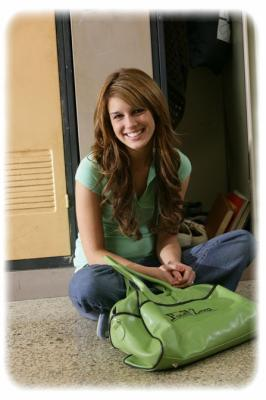 File:Darcy degrassi locker sitting in the hall.jpg