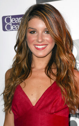 File:Shenae-grimes-layered-long-wavy-hairstyle.jpg