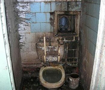 File:Disgusting bathroom 10.jpg